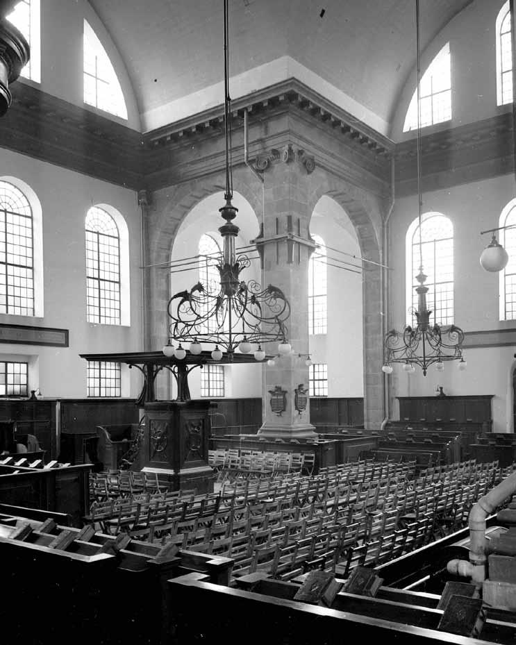 Oosterkerk artikel 39 het interieur van de oosterkerk - Makers van het interieur ...